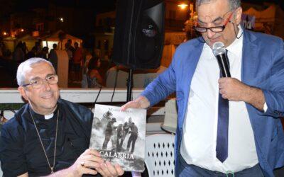 L'editore Demetrio Guzzardi regala il bellissimo libro…