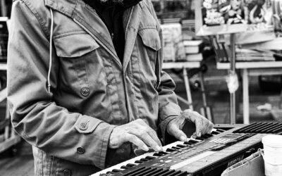 """Musicista di strada"""